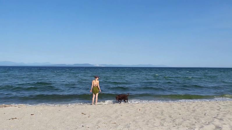 Laura und Annie am Airforce Beach | wat-erleben