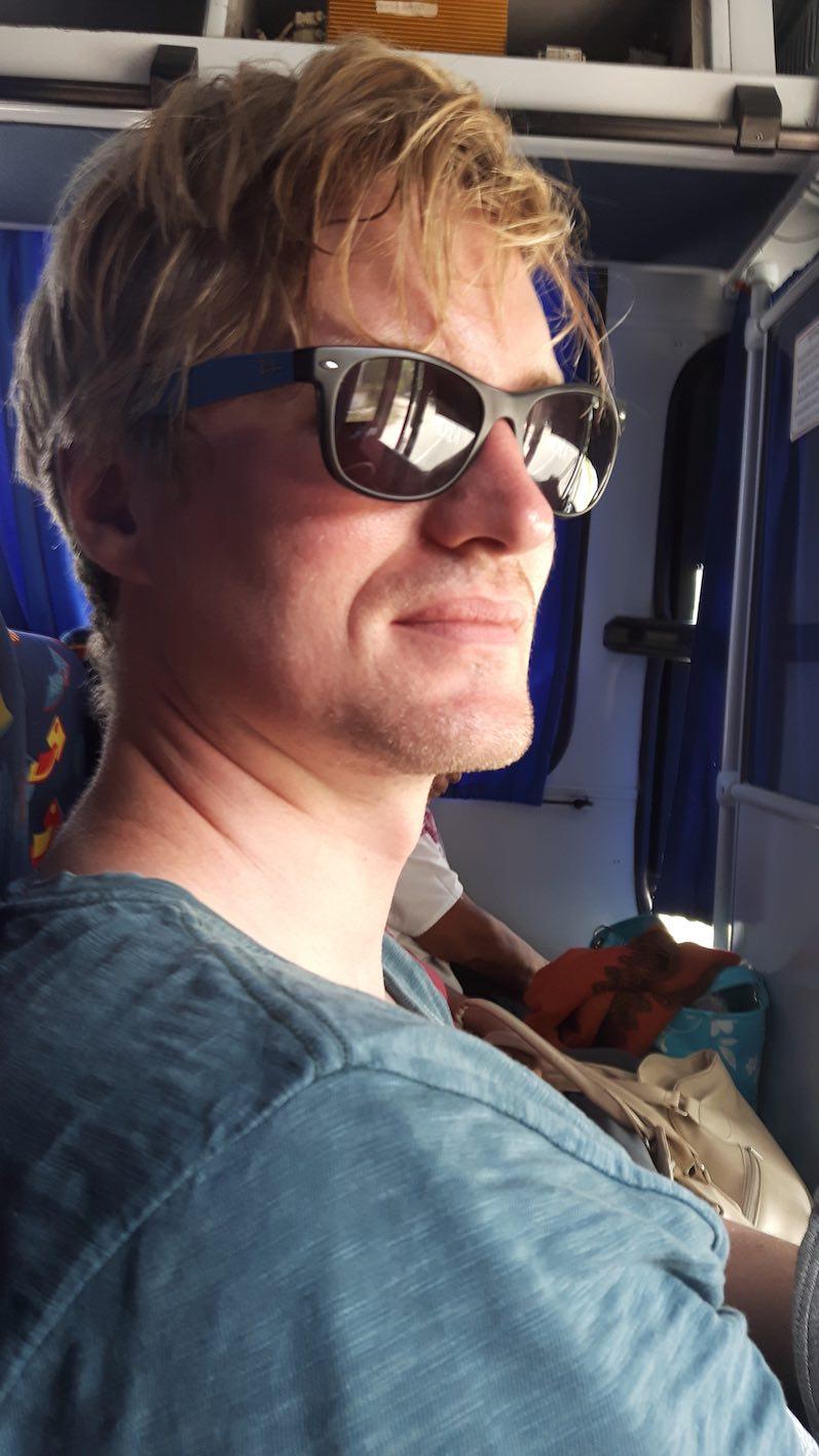 So sieht man (Bernd) bei einer Fahrt im Mayab-Bus aus | wat-erleben