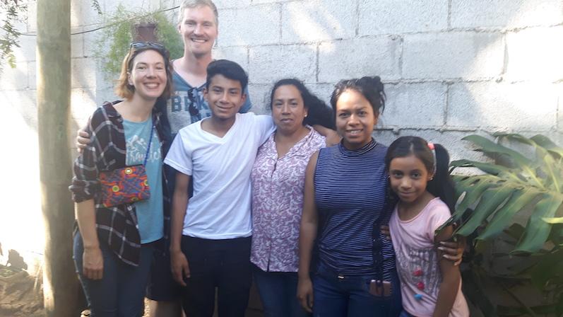 Die Familie von Carolina in Antigua mit ResiRest | wat-erleben