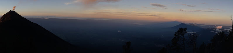 Die Panoramasicht am frühen Morgen vom Vulkan Acatenango | wat-erleben