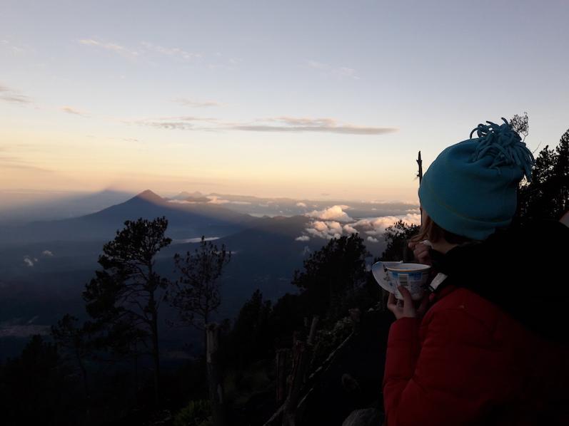 Frühstücken bei Sonnenaufgang auf dem Acatenango | wat-erleben
