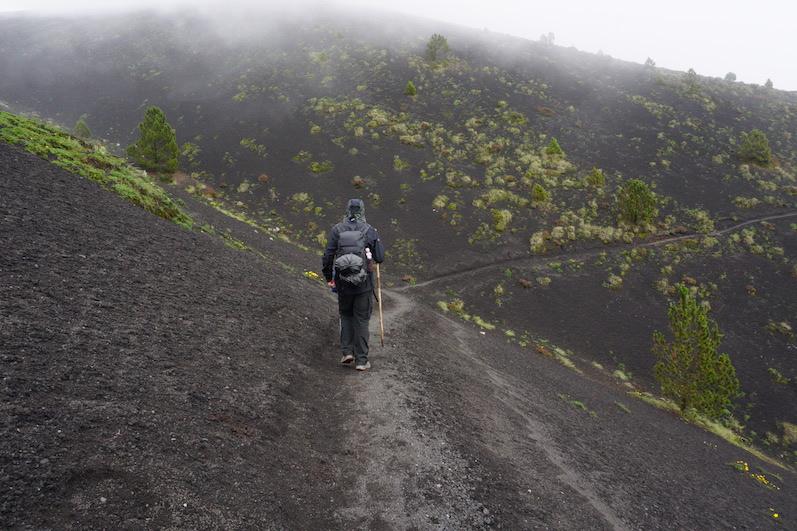 Schwarze Asche und ein bisschen Regen, Vulkan Acatenango | wat-erleben
