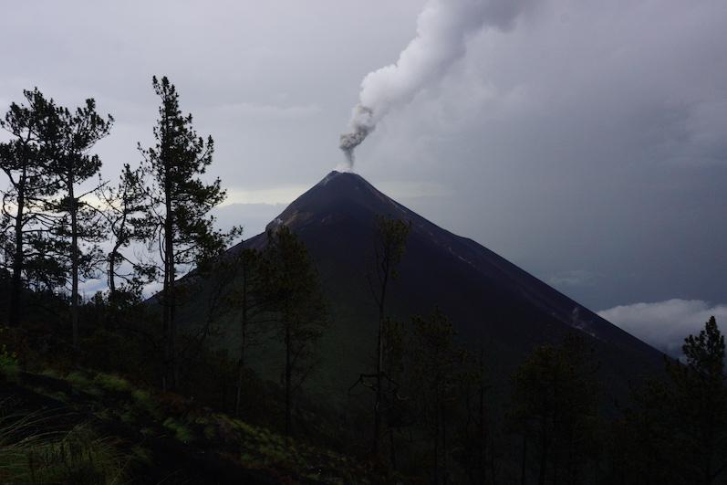 Tagsüber konnten wir die Eruption nur hören und anhand des Rauchs erkennen | wat-erleben
