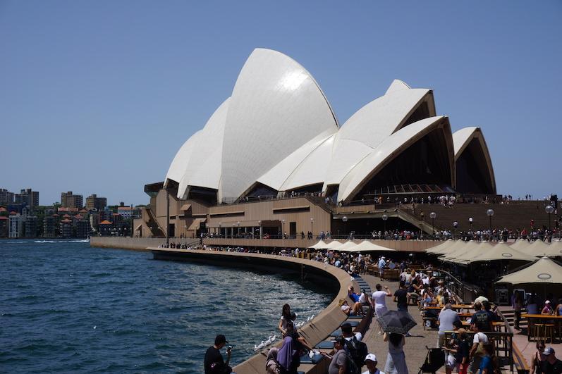 Das Opera House in Sydney und viele Leute | wat-erleben