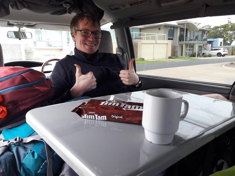 Frühstückspause bei den Gippsland Lakes, natürlich mit Tim Tams und Kaffee | wat-erleben