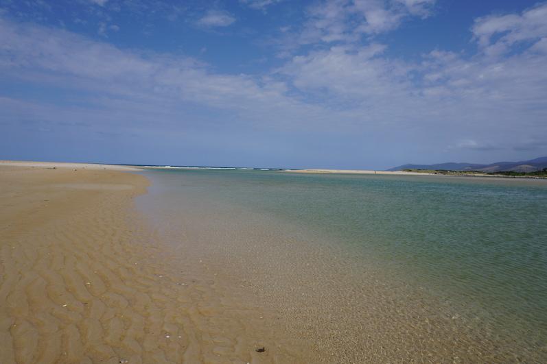 Traumhafter Strand mit Lagunen in Scamander, Tasmanien | wat-erleben