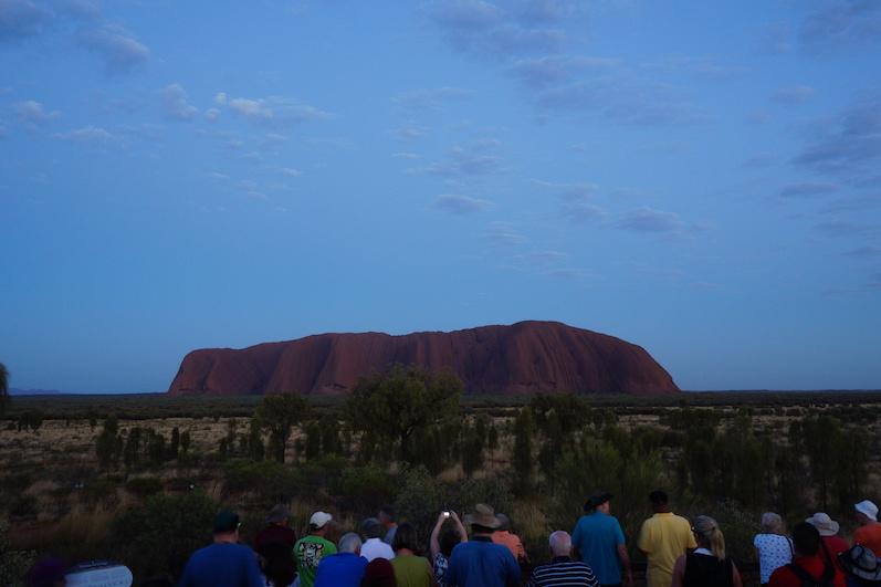 Den ersten Sonnenaufgang teilten wir uns mit 100 weiteren Personen, Uluru | wat-erleben
