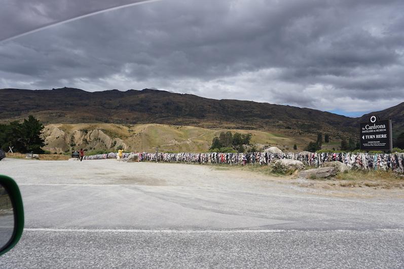 Der BH-Zaun; Bra-Fence, wer auch immer auf diese Idee gekommen ist, Neuseeland | wat-erleben