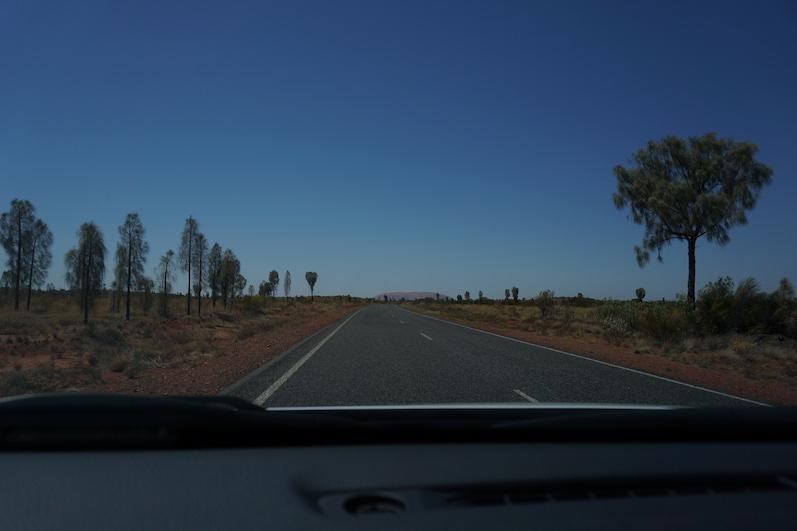 Es führt nur eine Straße zum Ayers Rock, Uluru | wat-erleben