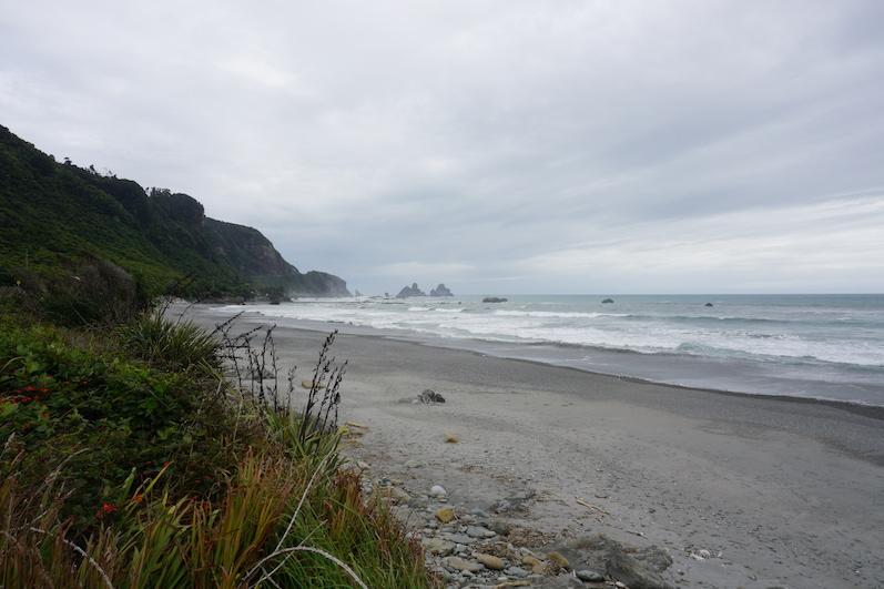 Strand auf dem Weg zu den Pancake Rocks, Neuseeland | wat-erleben