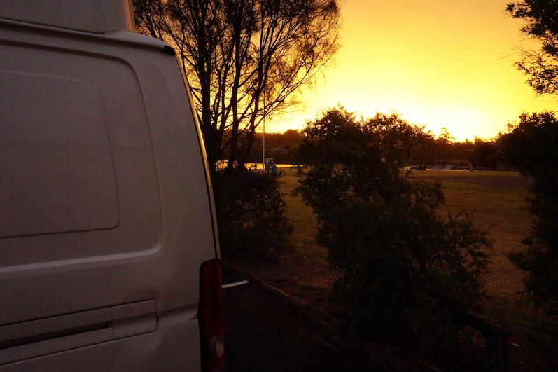 Unser Stellplatz am Gravely Beach, die Beule war schon da, Tasmanien | wat-erleben