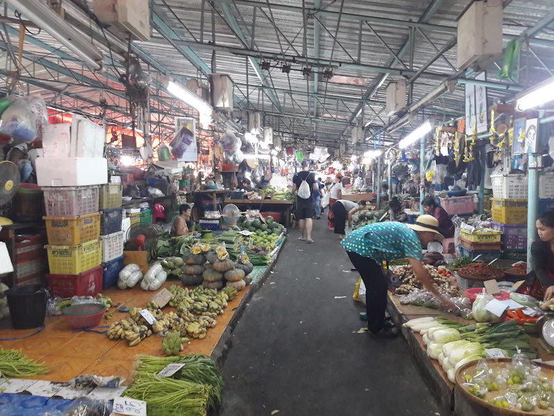 Ausnahmsweise mal ein leerer Markt, Bangkok, Thailand | wat-erleben