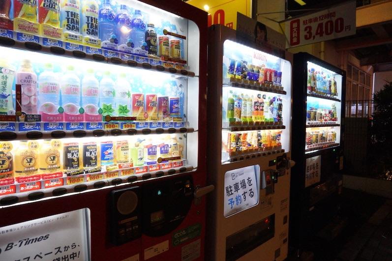Diese Getränkeautomaten stehen an jeder Ecke Tokio, Japan | wat-erleben