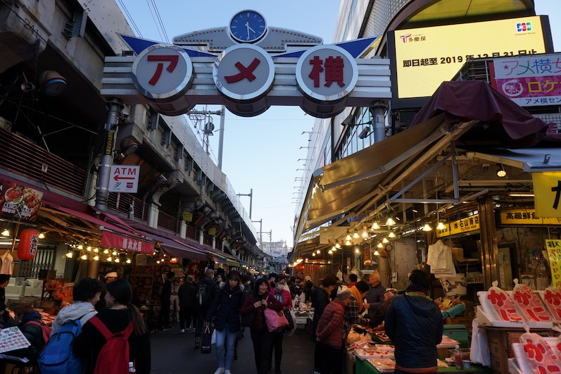 Ein Straßenmarkt, erstaunlicherweise gibt es hier keine Fälschungen, Ueno, Japan |wat-erleben