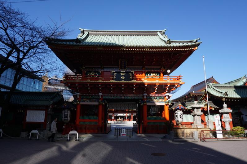 Es gibt hier jede Menge Schreine für die Anhänger der japanischen Shinto-Religion, Tokio, Japan |wat-erleben
