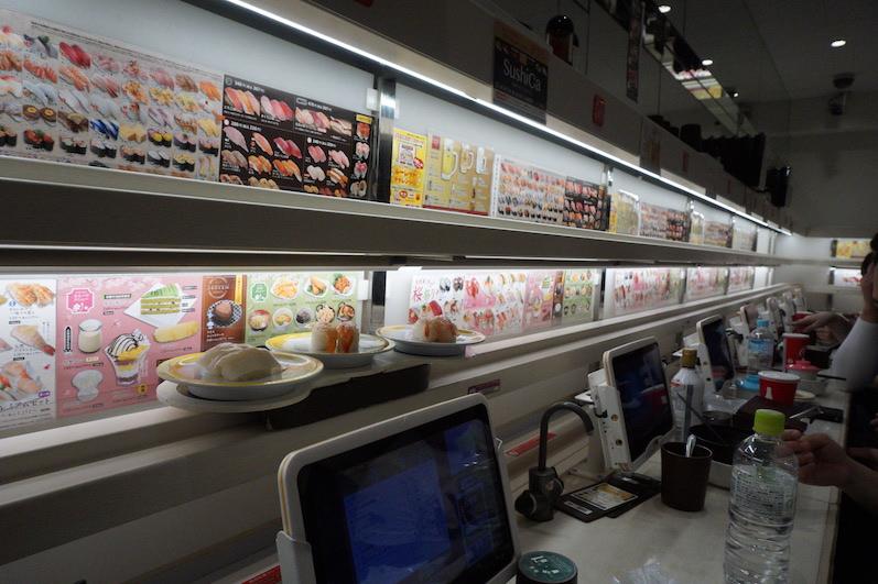 Essen auf Schienen, Tokio, Japan | wat-erleben
