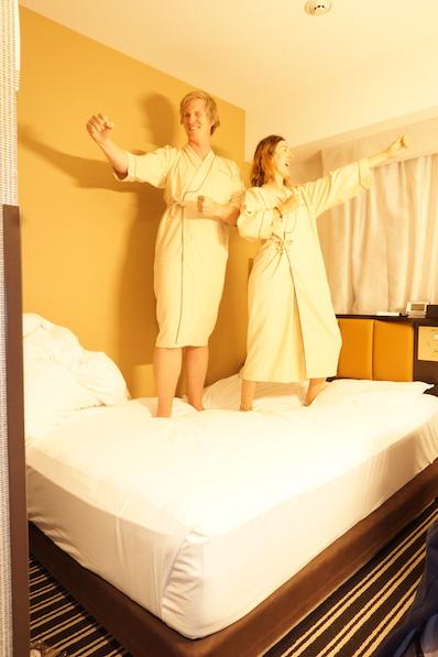 Hotel-Karate im Kimono-Morgenmantel, Tokio, Japan |wat-erleben