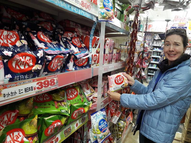 Kitkat gibt es in Japan in verschiedensten Geschmacksrichtungen. Aber mit Sojabohnen? Don Quijote, Tokio | wat-erleben