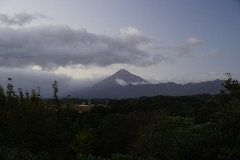 Mount Taranaki aus dem Küchenfenster, Neuseeland | wat-erleben