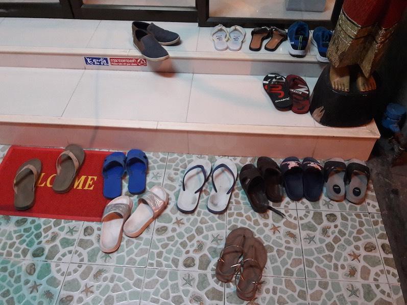 Schuhe aus!!! Es gibt doch nichts besseres als eine Massage, Bangkok, Thailand | wat-erleben