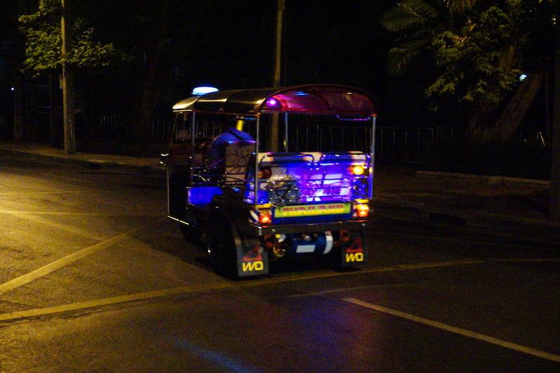 Tuk-Tuks haben hier den größten und lautesten Auspuff, Bangkok, Thailand | wat-erleben