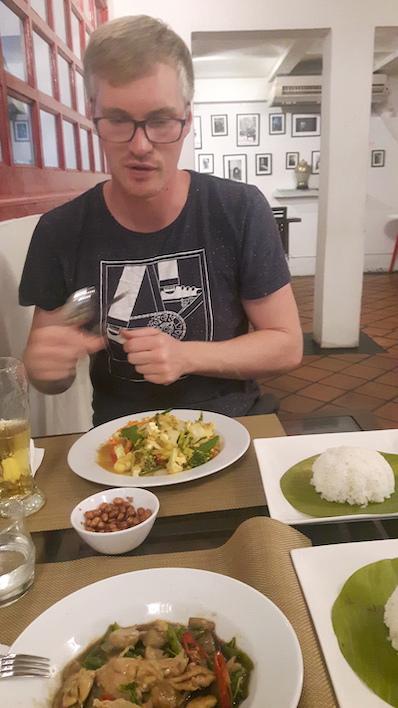 Unser erster Abend und erstes Essen in Thailand. Ganz wichtig, immer no spicy dazu sagen, Bangkok, Thailand | wat-erleben