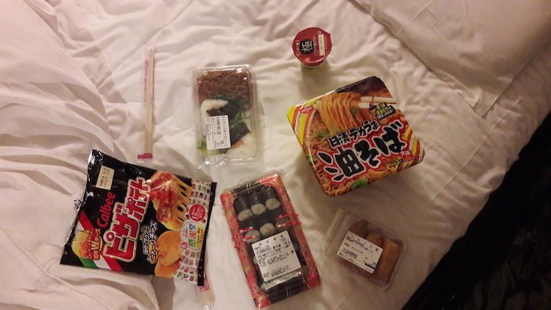 Unser erstes Abendessen auf dem Hotelzimmer, Tokio, Japan | wat-erleben