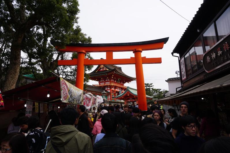 Unten war es rappelvoll, Fushimi-Schrein, Japan |wat-erleben