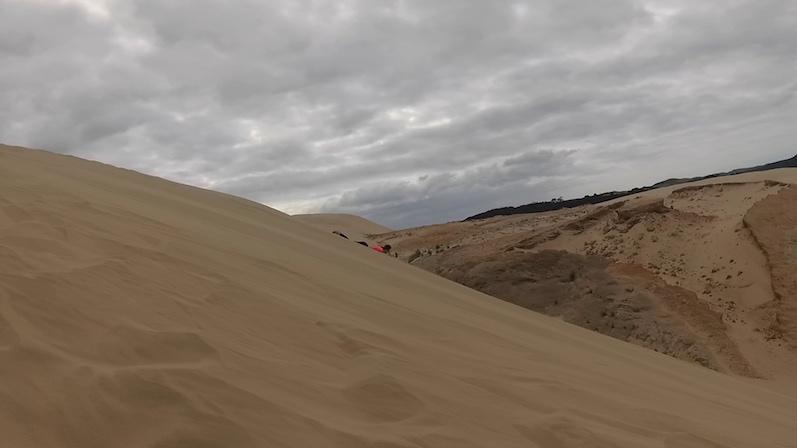Wir haben auch Videos...Ab gehts die Düne runter, Te Paki, Neuseeland | wat-erleben