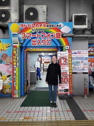 Yodobashi, der weltweit größte Elektronikmarkt, nicht nur mehrere Stockwerke, sondern auch über mehrere Gebäude verteilt, Tokio | wat-erleben