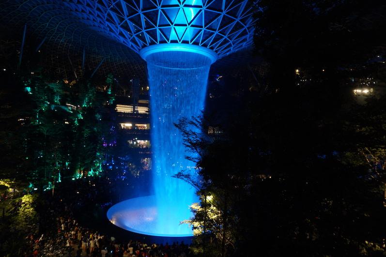 40 Meter und natürlich mit Lichtshow, Singapur | wat-erleben