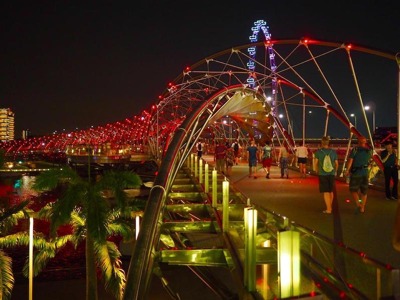 Beim Anblick der Helix-Brücke fängt man von alleine an sich zu drehen, Singapur | wat-erleben