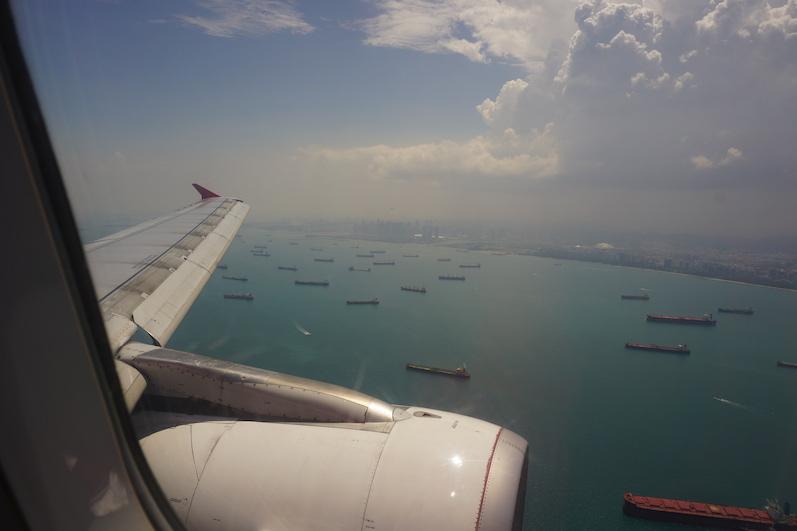 Beim Landeanflug lässt sich erahnen, dass Singapur eine große, logistische Bedeutung als Warenumschlagsplatz hat | wat-erleben