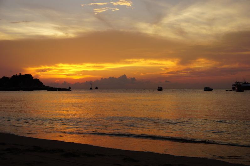 Der Himmel bleibt ziemlich lange rot, Koh Tao |wat-erleben