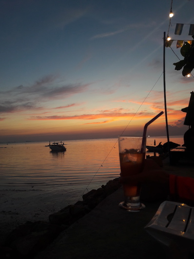 Ein starker Cocktail und ein starker Sonnenuntergang, Koh Phangan | wat-erleben