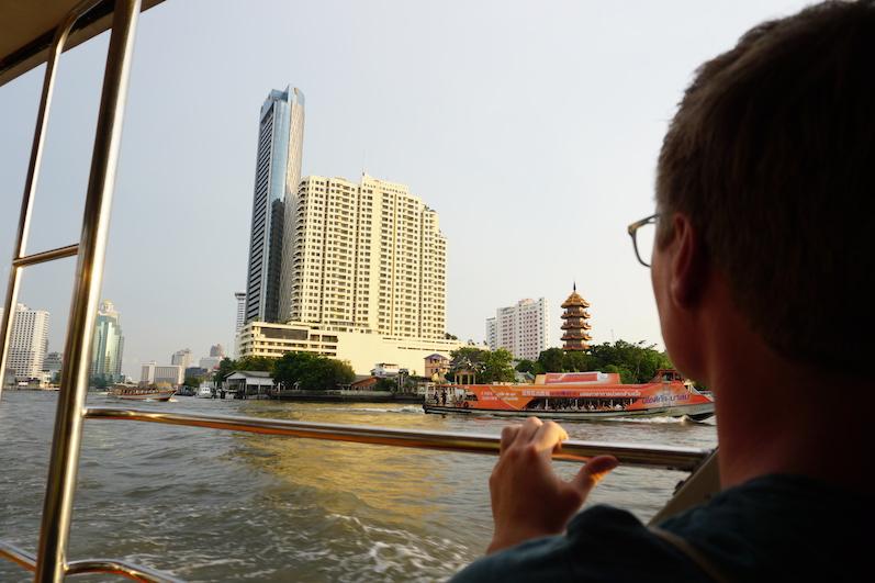 Eine Bootsfahrt auf dem Chao Phraya, der Autobahn von Bangkok |wat-erleben