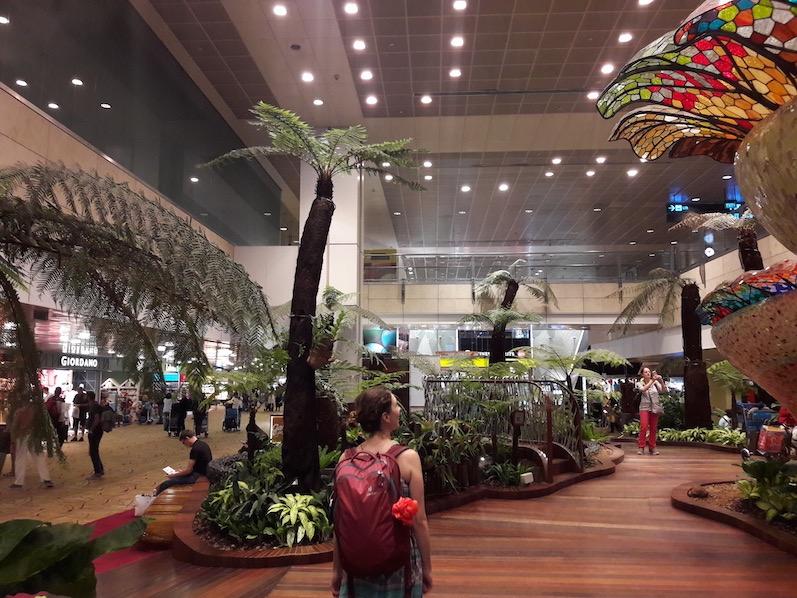 Einer von vielen Gärten im Flughafen, Singapur | wat-erleben