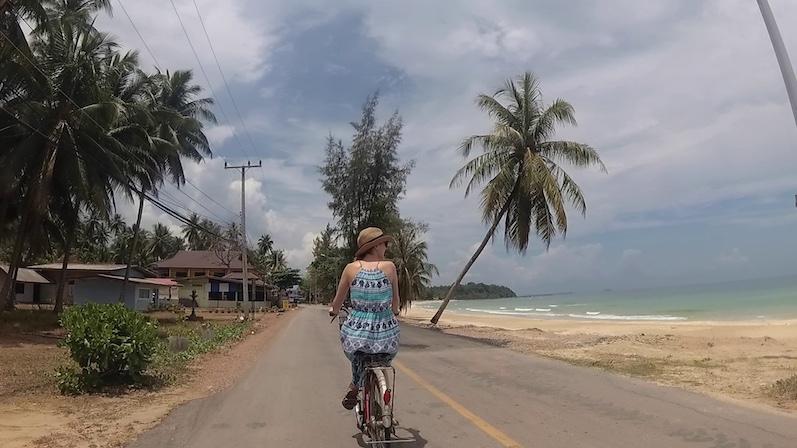 Fahrrad fahren in der Mittagssonne, wir hatten schon bessere Ideen, Chumphon | wat-erleben