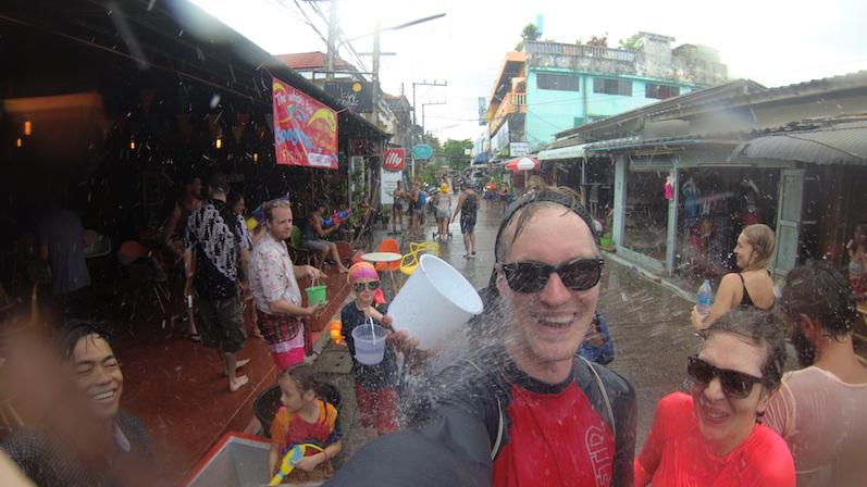Phase 2 beim Songkran, Koh Phangan | wat-erleben