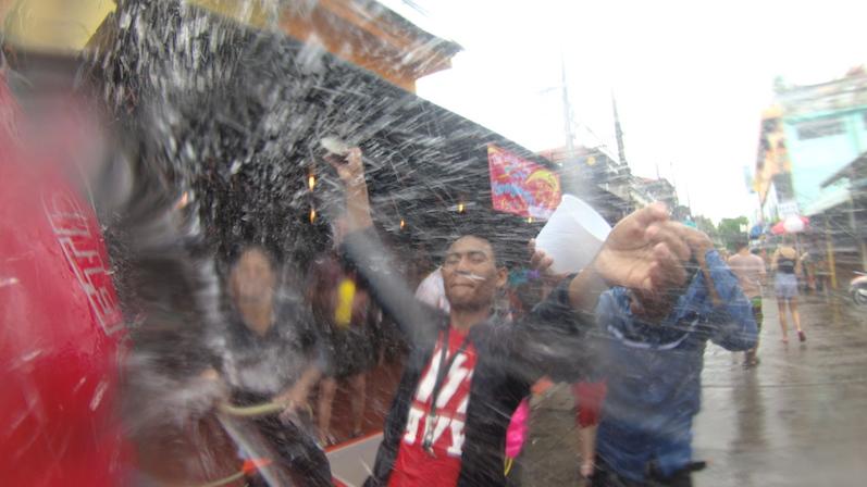 Phase 3 beim Songkran, Koh Phangan | wat-erleben