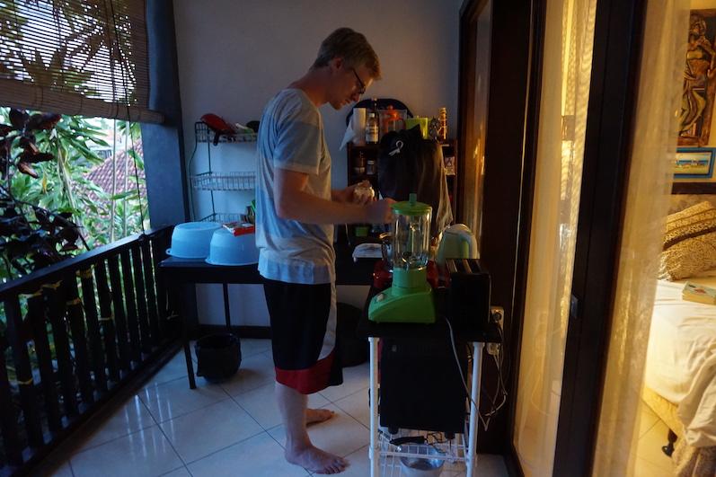 Endlich mal wieder Kochen, auch wenns nur Nudeln mit Soße war, Airbnb in Sanur, Bali | wat-erleben