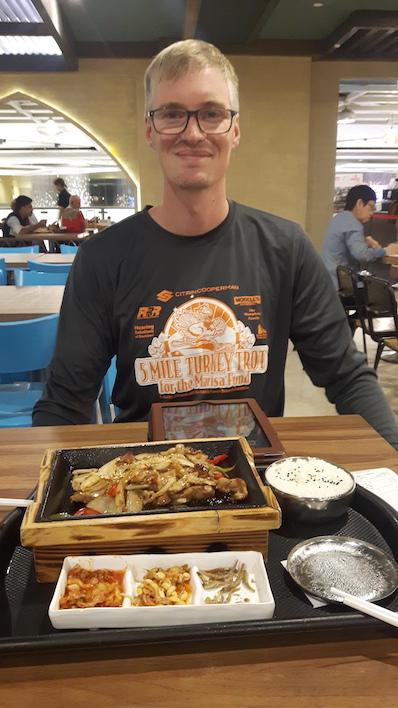 Es gibt einfach zuviele Fotos auf denen ich zufrieden grinse, weil es endlich Essen gibt, Singapur |wat-erleben
