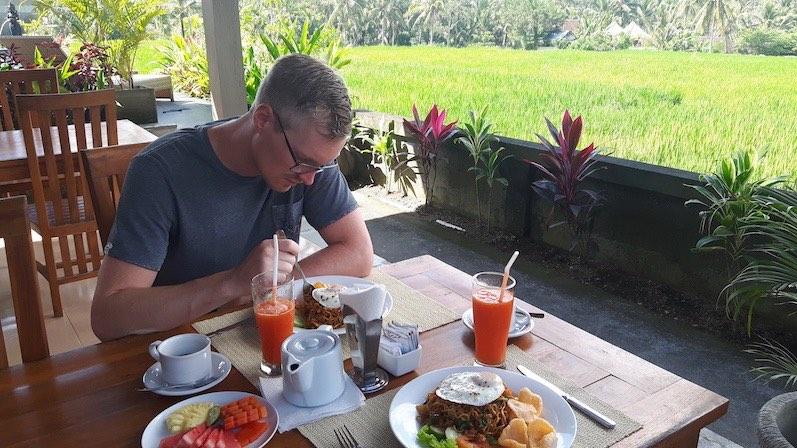 Gebratene Nudeln zum Frühstück, is ok, Ubud, Indonesien | wat-erleben