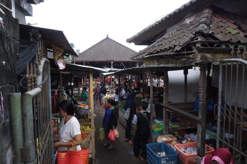 Lokaler wirds nicht; der Wochenmarkt von Sidemen, Bali | wat-erleben